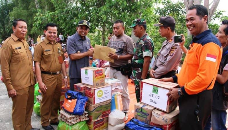 Photo of Wabup PPU Tutup Dan Serahkan Bantuan Kepada Pengungsi Korban Kebakaran