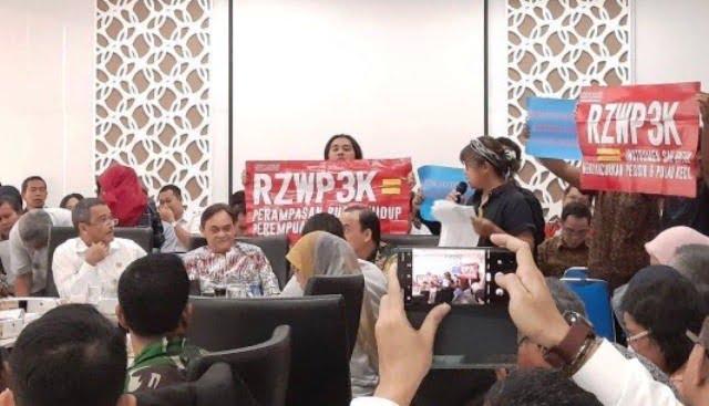 Photo of Finalisasi Raperda Pesisir Ditolak Aktivis