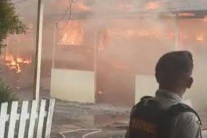 Kobaran Api Lahap Asrama Polisi