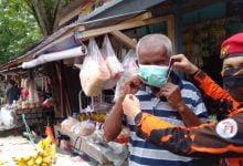 Photo of Peduli Masyarakat, Ormas PP Aktif Semprot Disinfektan dan Bagi Masker