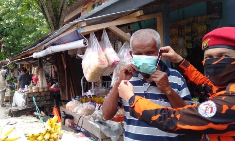Ormas PP Aktif Semprot Disinfektan dan Bagi Masker
