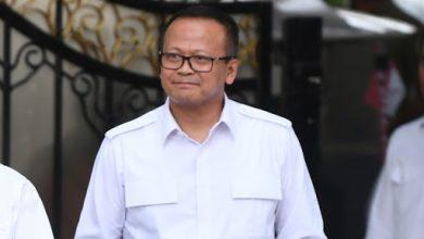 Photo of Dini Hari KPK Tangkap Menteri Edhy
