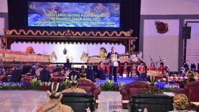Kasal dan Prajurit Nikmati Wayang Kulit